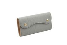 ドイツシュリンクを使用した灰色のカブセ型長財布