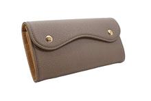 ドイツシュリンクを使用したトープ色のカブセ型長財布