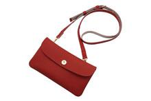 ドイツシュリンクを使用した赤色の肩かけポシェット型カブセ長財布