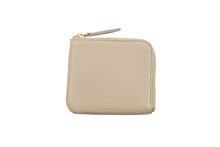 Mezzo Shrinkを使用したベージュ色のL字ファスナーミニ財布