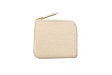 Mezzo Shrinkを使用したアイボリー色のL字ファスナーミニ財布