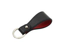 ノブレッサカーフを使用した黒と赤色のキーホルダー