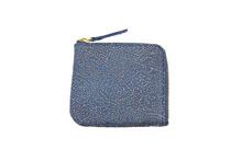 シープレザーを使用した青色のL字ファスナーミニ財布
