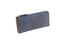 シープレザーを使用した青色のラウンドファスナー長財布