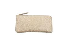 シープレザーを使用したベージュ色のL字ファスナー薄型長財布