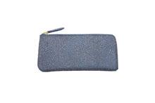シープレザーを使用した青色のL字ファスナー長財布