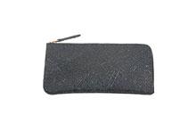 シープレザーを使用した灰色のL字ファスナー薄型長財布