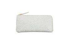 シープレザーを使用したアイボリー色のL字ファスナー薄型長財布