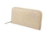 シープレザーを使用したベージュ色のラウンドファスナー長財布