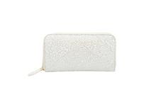 シープレザーを使用したアイボリー色のラウンドファスナー長財布