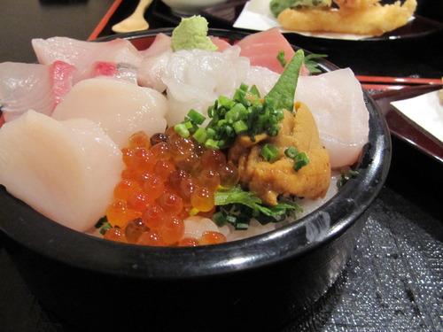 勝浦の海鮮丼