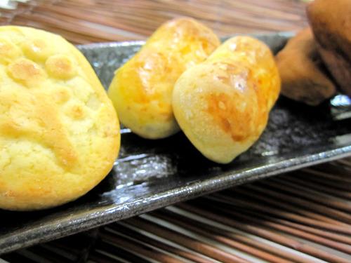 皿に並べた和菓子