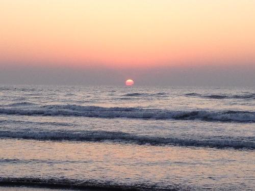 水平線から少しだけみえる初日の出