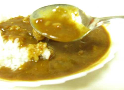 皿に盛られたカレー
