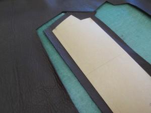 国産の牛革と型紙