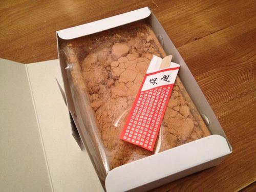 箱からあけられたわらび餅