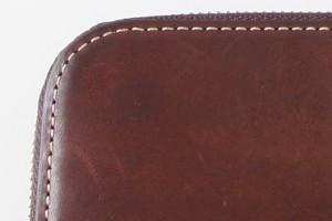 色は明らかに深くなり、艶も増してきたオイルブレッド長財布